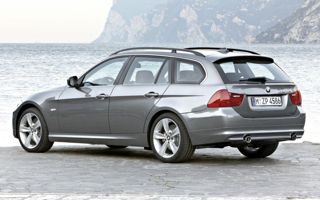 2010-bmw-3-series-wagon-rear-view