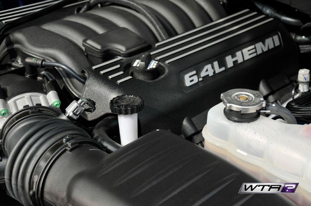 2014-Dodge-Charger-SRT8-engine