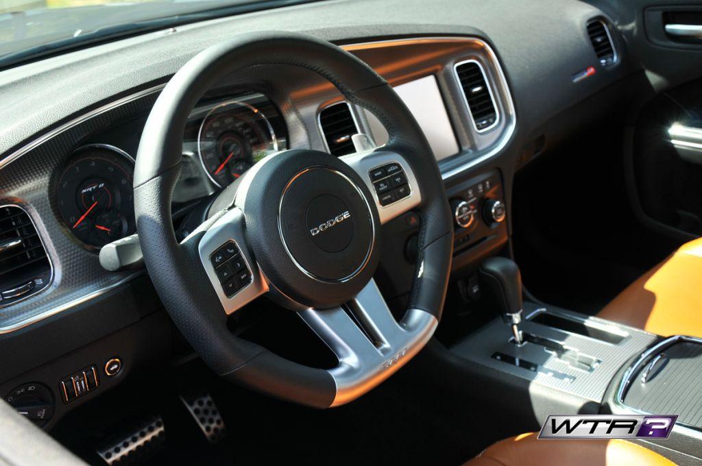 2014-Dodge-Charger-SRT8-interior