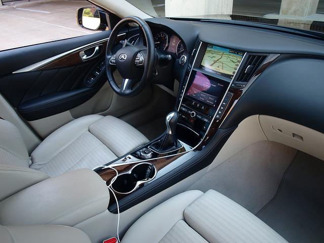 2014-infiniti-Q50S-interior-passenger-side