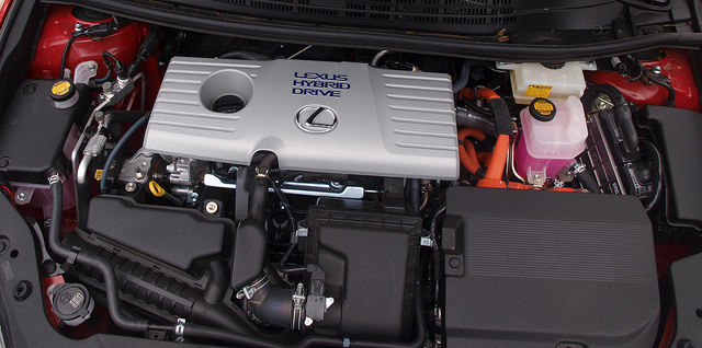 2014-Lexus-CT-200h-F-Sport-engine