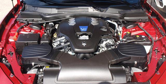 2014-Maserati-Ghibli-Q4-engine