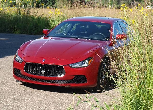2014-Maserati-Ghibli-Q4-front2