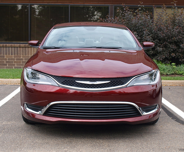 2015-chrysler-200-front