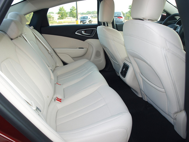 2015-chrysler-200-rear-seats
