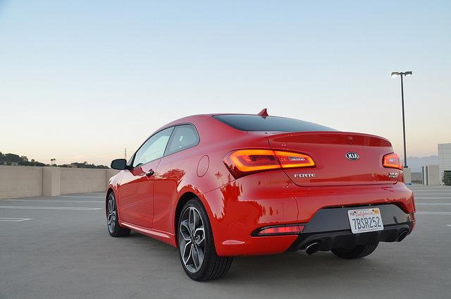 2015-kia-forte-koup-sx-turbo-rear-corner