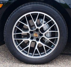 2015-porsche-macan-s-tire