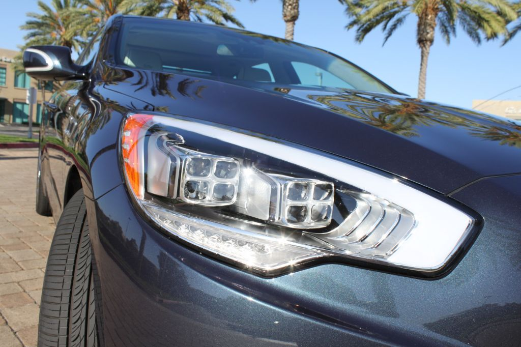 2015-kia-k900-headlights