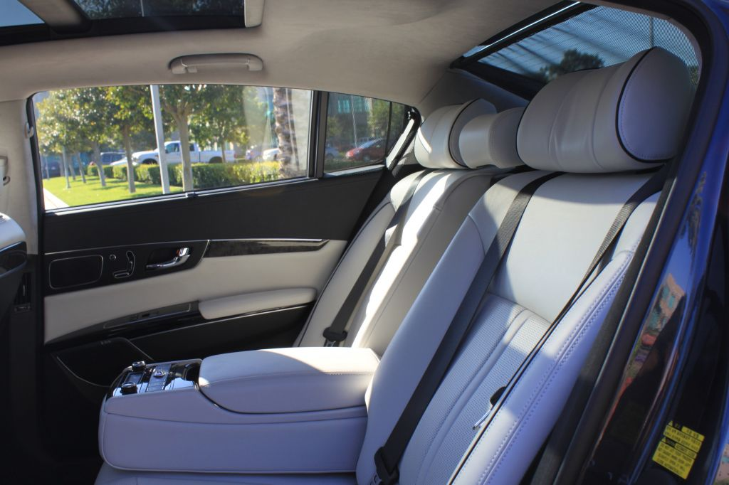 2015-kia-k900-rear-seats