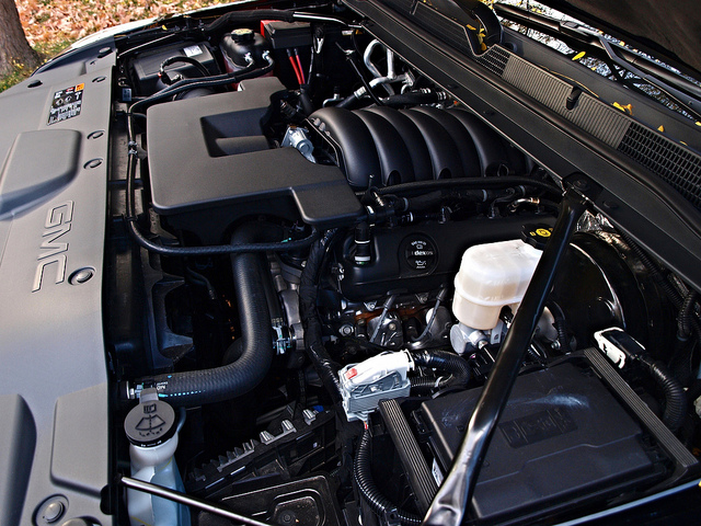 2015-GMC-Yukon-SLT-engine