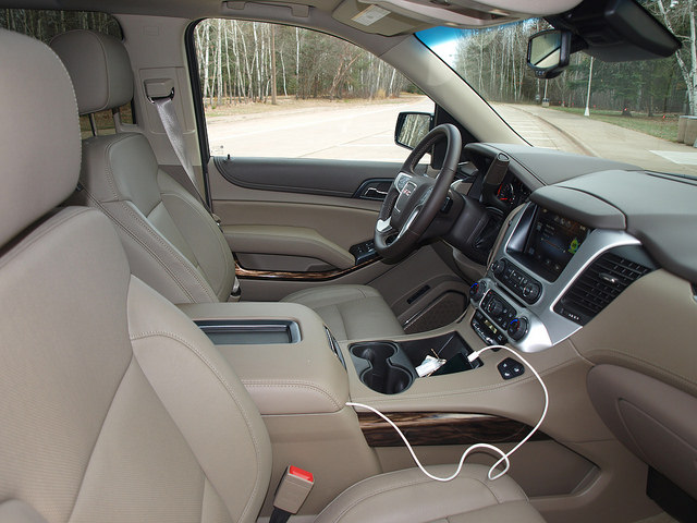2015-GMC-Yukon-SLT-interior-passenger-side