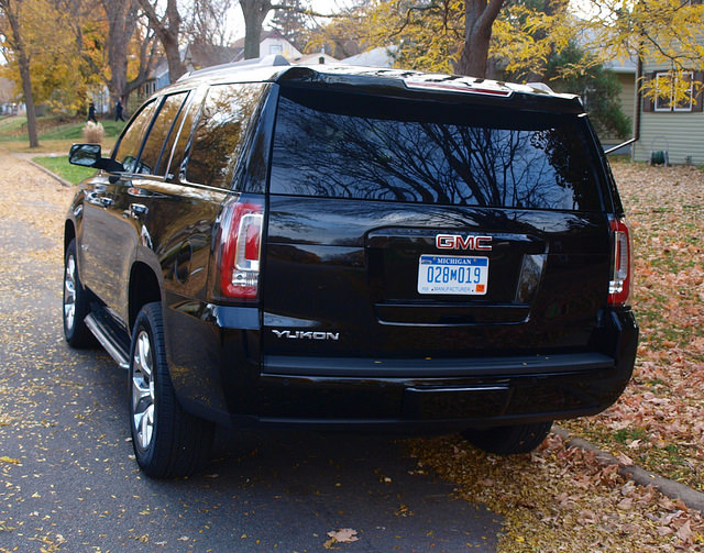 2015-GMC-Yukon-SLT-rear