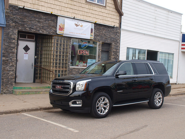 2015-GMC-Yukon-SLT-side2