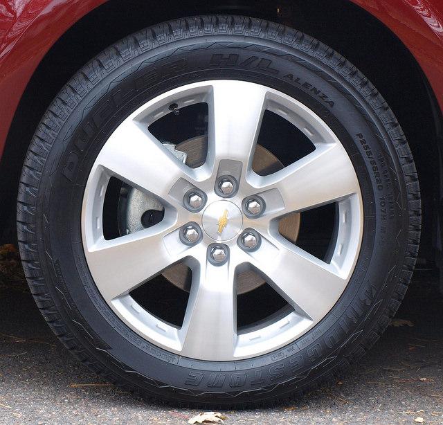 2015-chevrolet-traverse-LTZ-AWD-tire