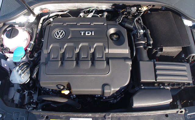 2015-volkswagen-passat-SEL-TDI-engine