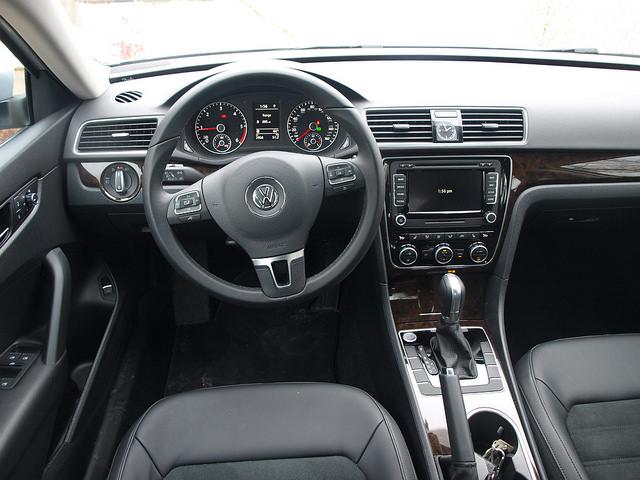 2015-volkswagen-passat-SEL-TDI-interior-drivers-side