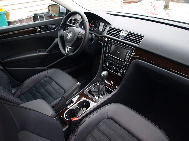 2015-volkswagen-passat-SEL-TDI-interior-passenger-side