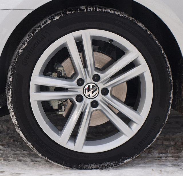 2015-volkswagen-passat-SEL-TDI-tire