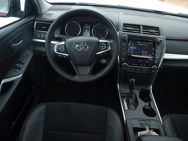 2015-toyota-camry-xse-v6-interior-1