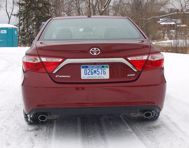 2015-toyota-camry-xse-v6-rear