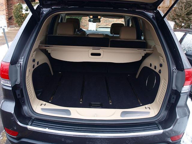 2015-jeep-grand-cherokee-limited-cargo-space