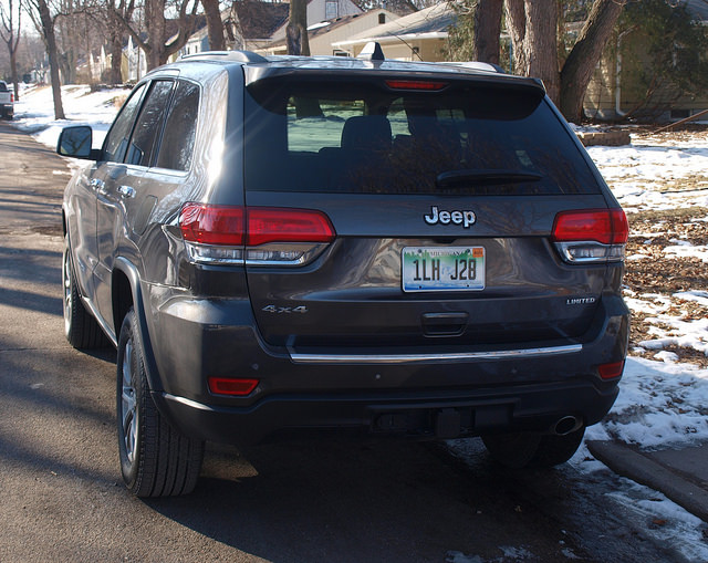 2015-jeep-grand-cherokee-limited-rear