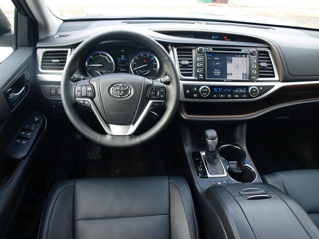 2015-toyota-highlander-hybrid-limited-interior-steering-wheel