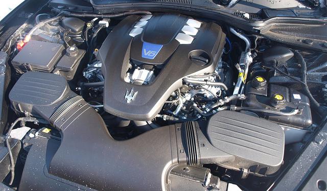 2015-Maserati-Quattroporte-S-Q4-engine