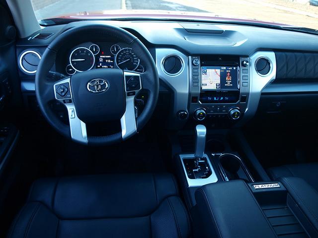 2015-Toyota-Tundra-Platinum-4X4-dash