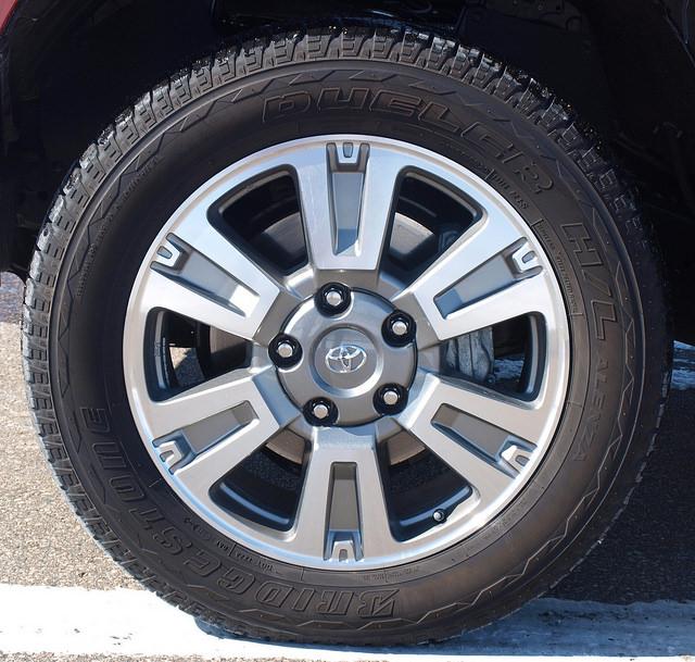2015-Toyota-Tundra-Platinum-4X4-wheel