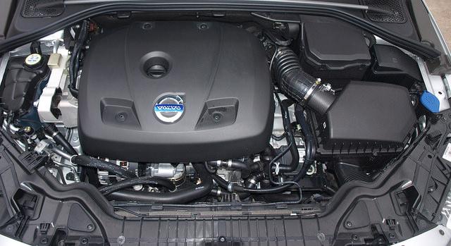 2015-5-Volvo-S60-T6-Drive-E-engine