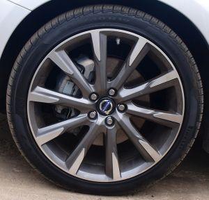 2015-5-Volvo-S60-T6-Drive-E-tire