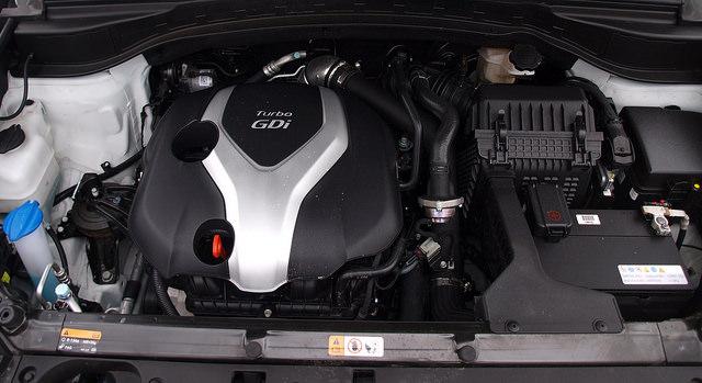 2015-Hyundai-Santa-Fe-Sport-2-0-T-Ulimate-engine