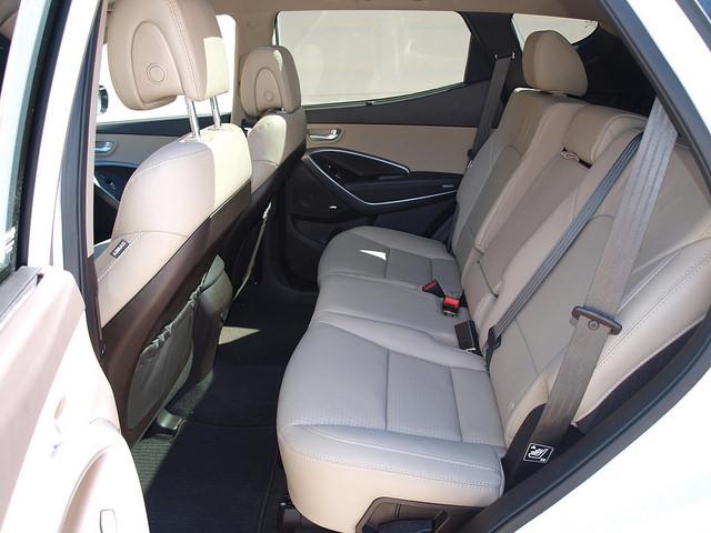 2015-Hyundai-Santa-Fe-Sport-2-0-T-Ulimate-rear-seats