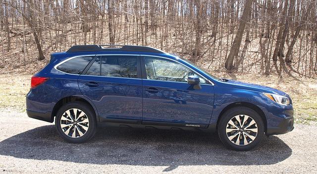2015-Subaru-Outback-2-5i-Limited-side