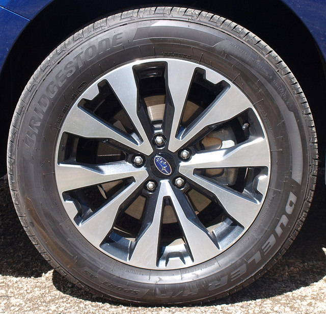 2015-Subaru-Outback-2-5i-Limited-wheel