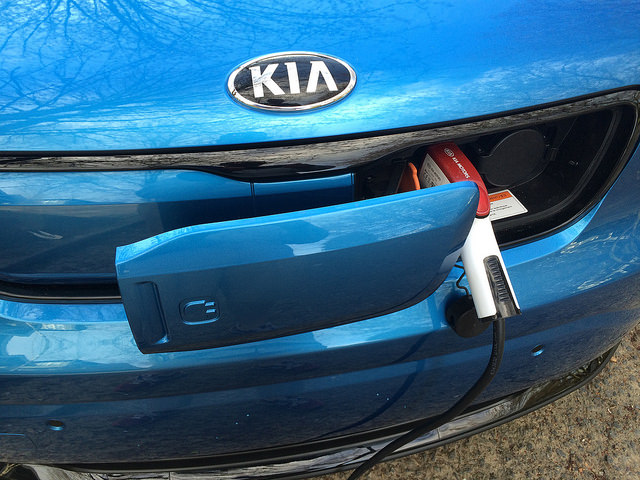 2015_kia_soul_ev_plus_charger_charging