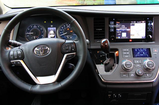 2015_toyota_sienna_steering_wheel_instrument_panel