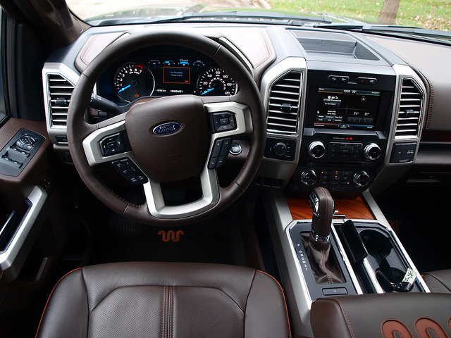 2015-Ford-F-150-King-Ranch-Super-Crew-4X4-steering-wheel