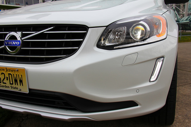 2015_volvo_xc60_led_headlights_grille_emblem