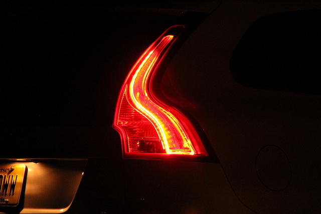 2015_volvo_xc60_t6_awd_tail_lights_led_night