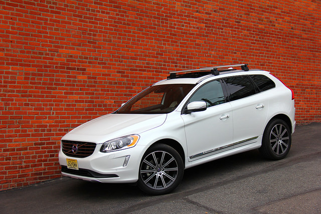 2015_volvo_xc60_three_quarter_front_fascia