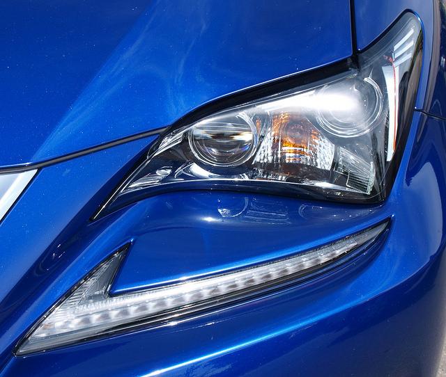 2015-Lexus-RC-350-F-Sport-headlight