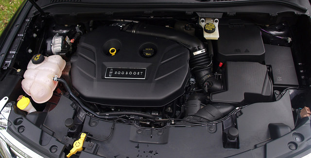 2015-Lincoln-MKC-AWD-engine