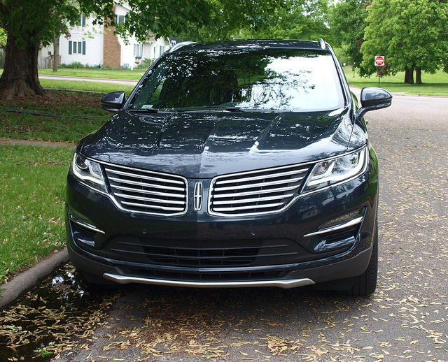 2015-Lincoln-MKC-AWD-grille