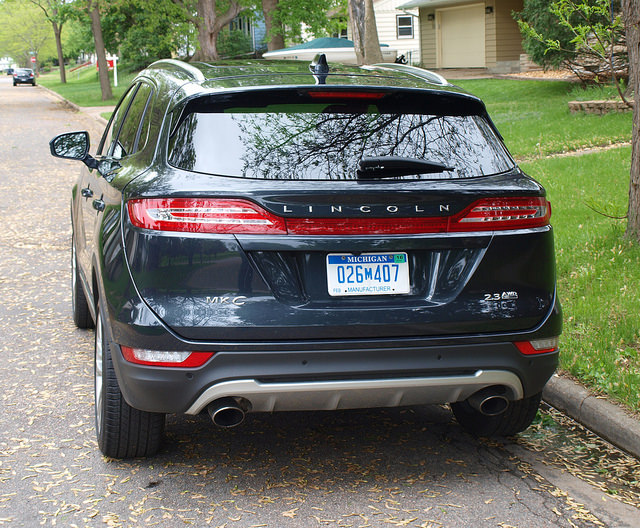 2015-Lincoln-MKC-AWD-rear