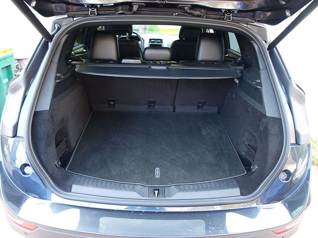 2015-Lincoln-MKC-AWD-trunk