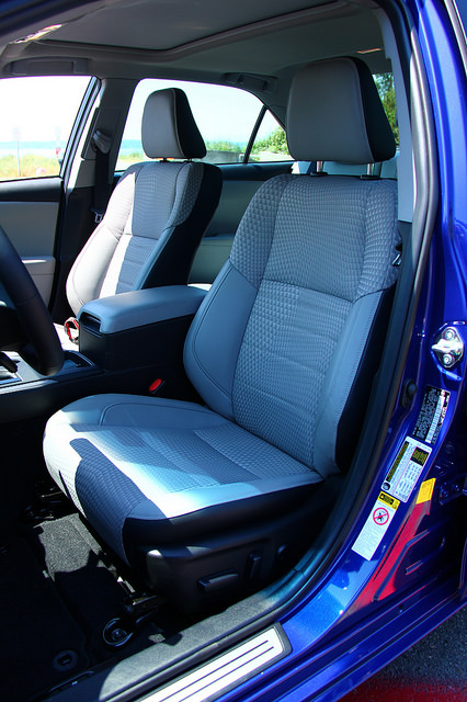 2015-Toyota-Camry-Hybrid-SE-drivers-seat