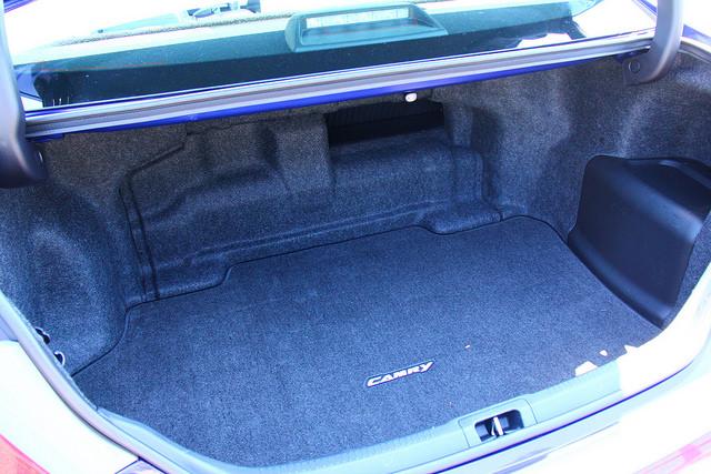 2015-Toyota-Camry-Hybrid-SE-trunk