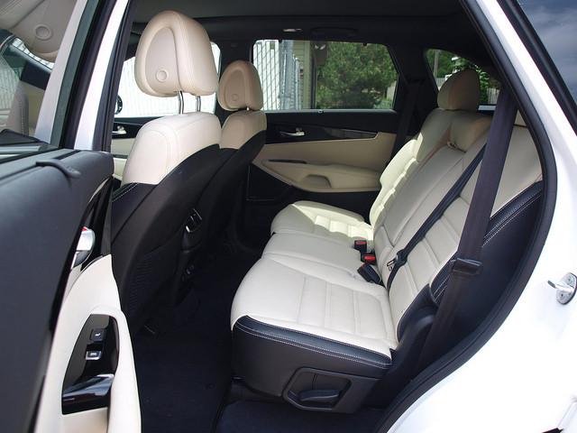 2016-Kia-Sorento-SXL-AWD-rear-seats